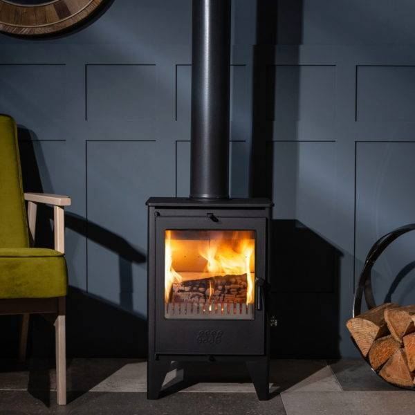 Esse 150 lit against panelled wall